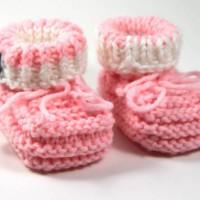 Strickanleitung: Einfache Babyschuhe stricken