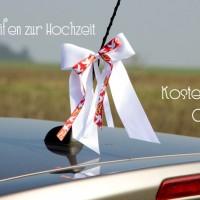 Gratis Anleitung: So können Sie Autoschleifen zur Hochzeit binden